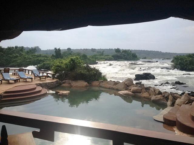 Utsikt från en lodge mitt i Nilens brusande fall