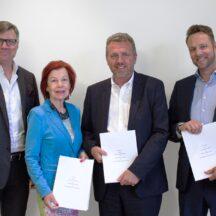 Från vänster: Robert Edberg, vd Hjerta; Karin Ehnbom-Palmquist, Generalsekreterare SVIV; Claes Billing, Försäljningschef Hjerta Sak och Dan Kjølhede-Laursen, Direktör på Gouda Reseförsäkring.