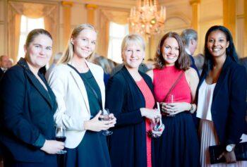 Praktikanter för VT17 och HT17 tillsammans med Utrikesminister Margot Wallström